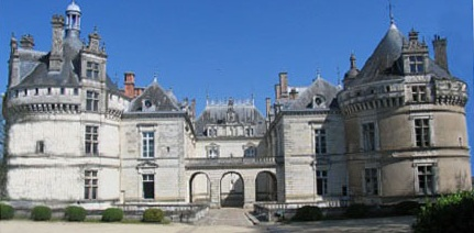 entrance into chateau du Lude.