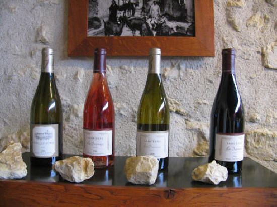 photo showing the red rose and white wines of Sancere