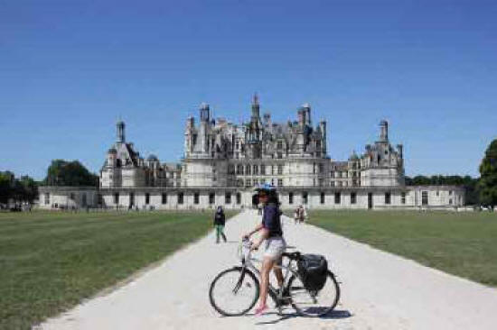 bicycle-in-front-of-chateau-chambord