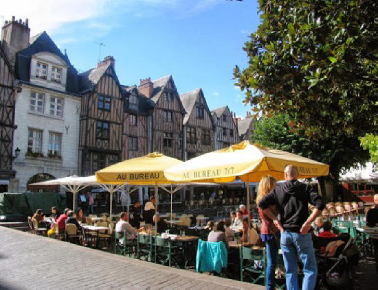 alfresco dining in Place Plumerau in Tours Loire Valley