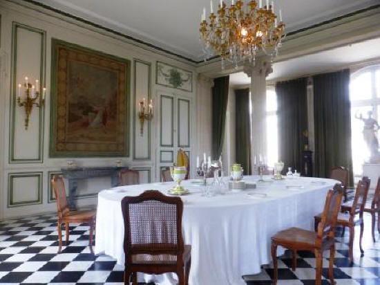 dining room at Chateau de Valencay France