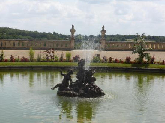 the fountain at Chateau de Valencay