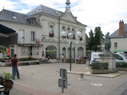 Descartes village centre
