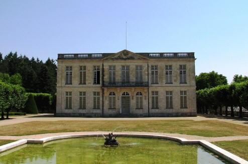 Chateau de bouges for Small chateau