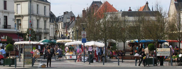 Loches on market day