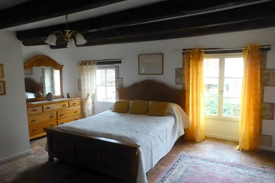 bedroom of Loire Valley house to rent
